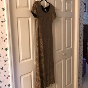 Jessica Howard gold lined dress size 6